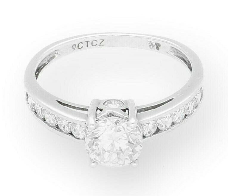 9Carat White gold Simulated Diamond Solitaire & Accents (Size M) 6mm Diameter