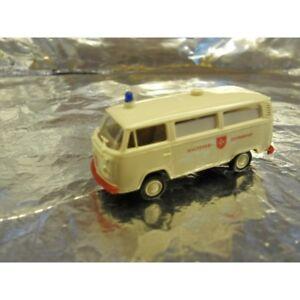 Brekina-33251-VW-Ambulance-White-Malteser-Hilfsdienst-1-87-HO-Scale