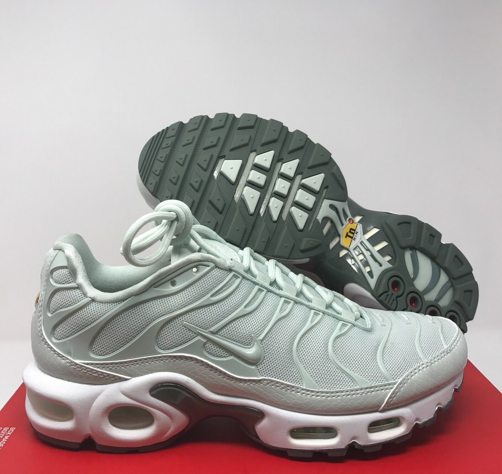new concept dabf0 f8fb6 Nike Women's Air Max PLUS PLUS PLUS SE BARELY GREY-GREEN SZ ...