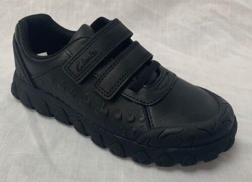 Entièrement neuf dans sa Boîte Clarks Garçons Tyrex Ride Cuir Noir École Chaussures E//F raccord