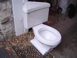 VINTAGE 1970s or 1980s Eljer CORNER triangle complete toilet