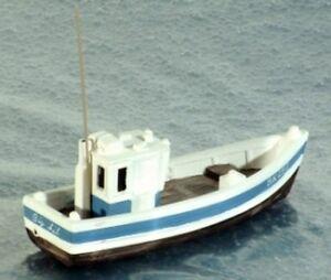 Harburn Hamlet QS410B Small Fishing Boat Aft Wheelhouse '00' Gauge New