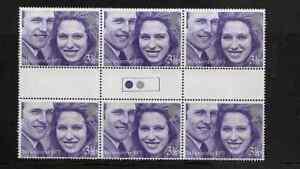 GREAT-BRITAIN-1973-ROYAL-WEDDING-TRAFFIC-LIGHT-GUTTER-PAIR-SG-941-MNH-REF-19