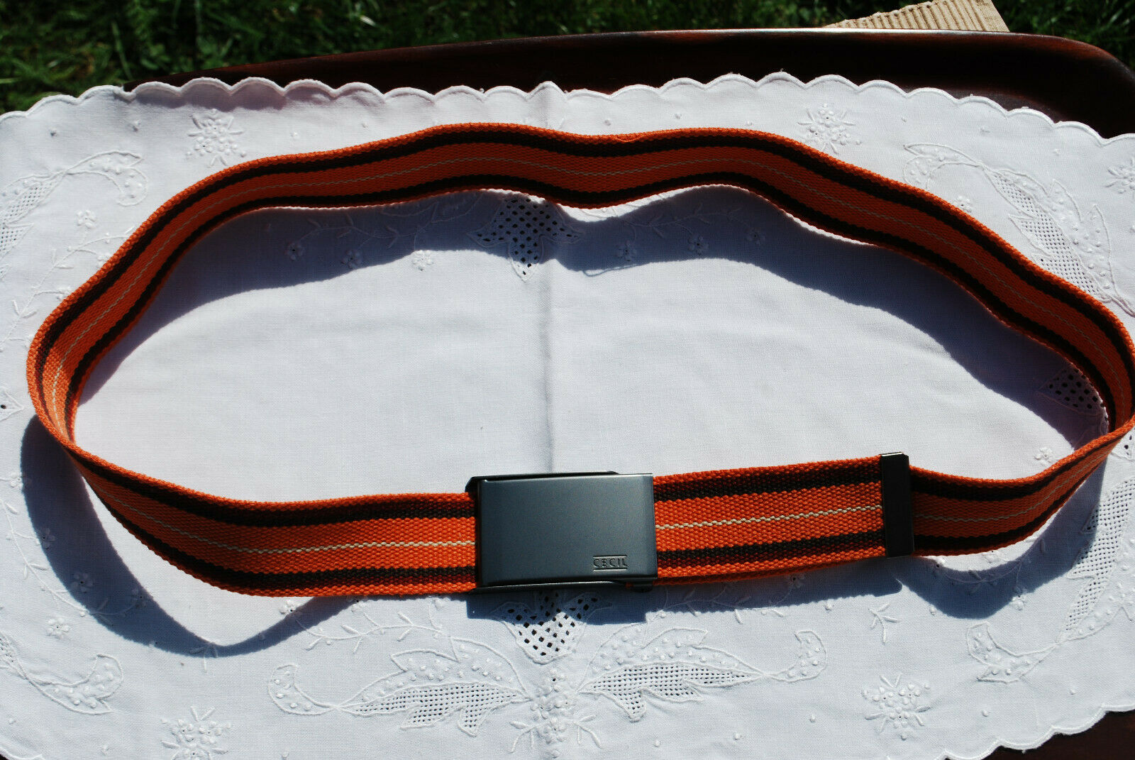Breiter Gürtel aus gestreiftem Gurtband