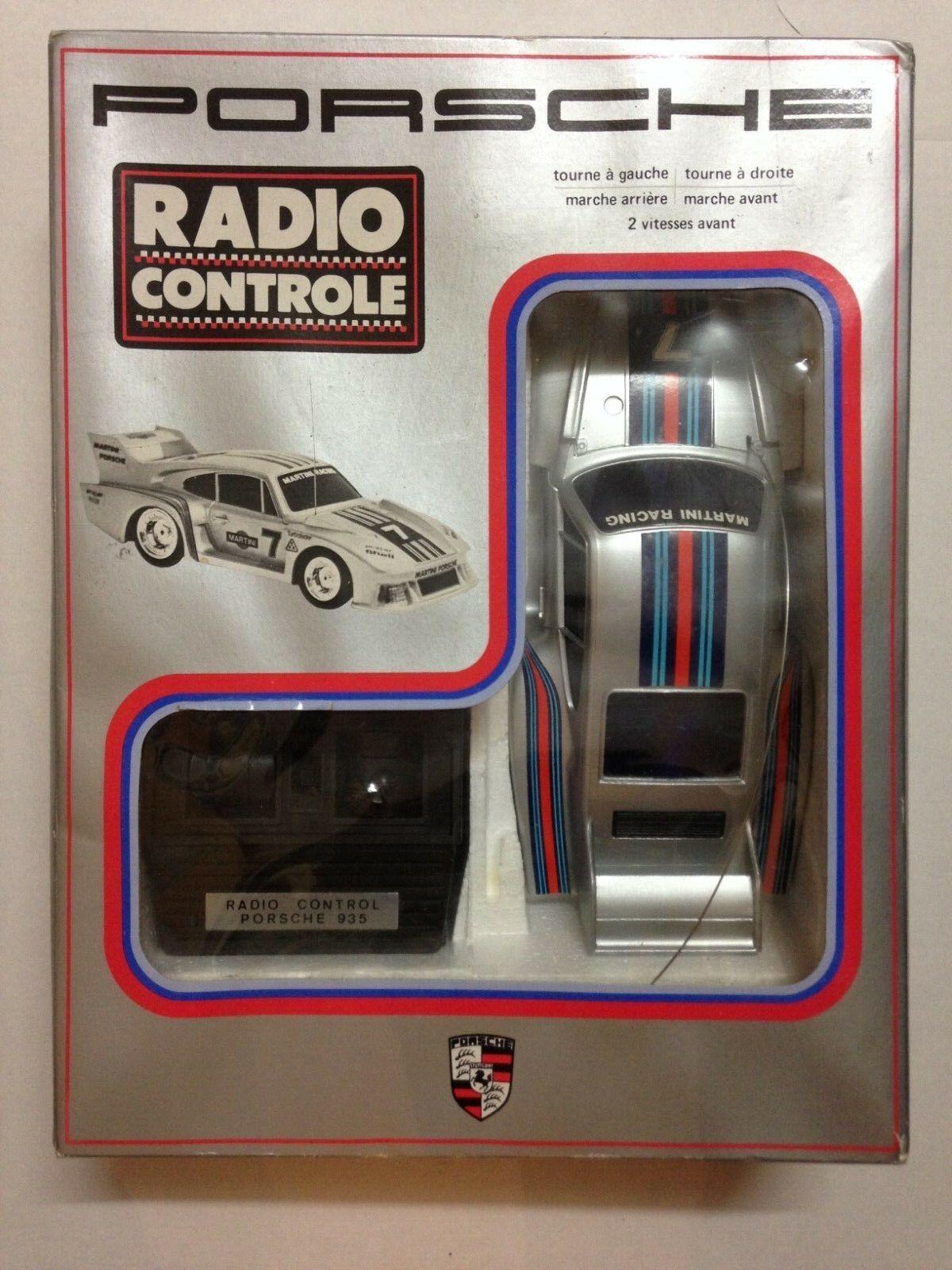 RARE VEHICULE VINTAGE - PORSCHE 935 MARTINI RADIO CONTROL - MADE SINGAPORE