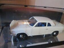 HIGHWAY 61 1963 TEMPEST lemans PONTIAC SUPER DUTY 1/18 WHITE RACE VERSION
