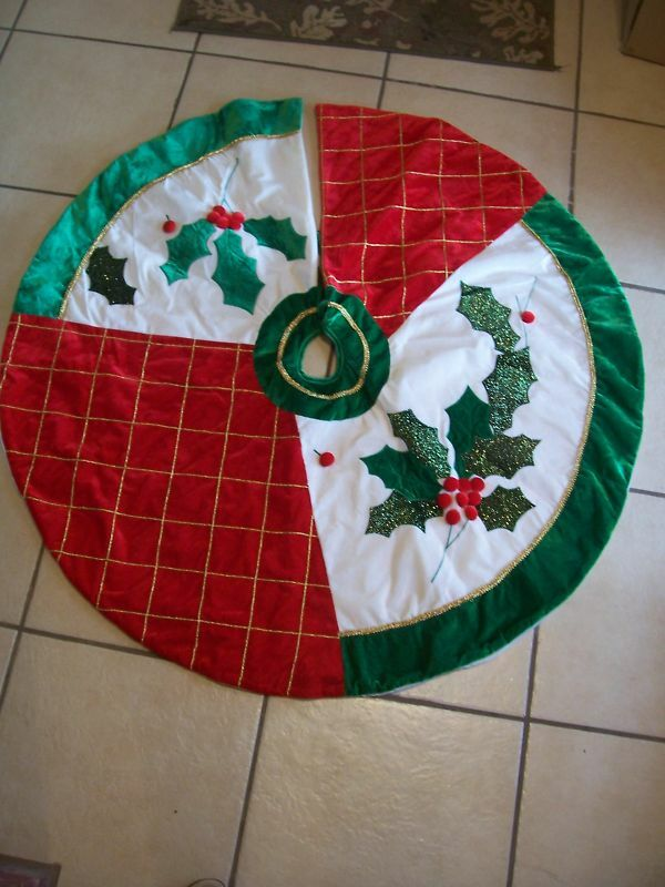 48 IN HOLLY BERRIES TREE SKIRT CHRISTMAS DECORATION