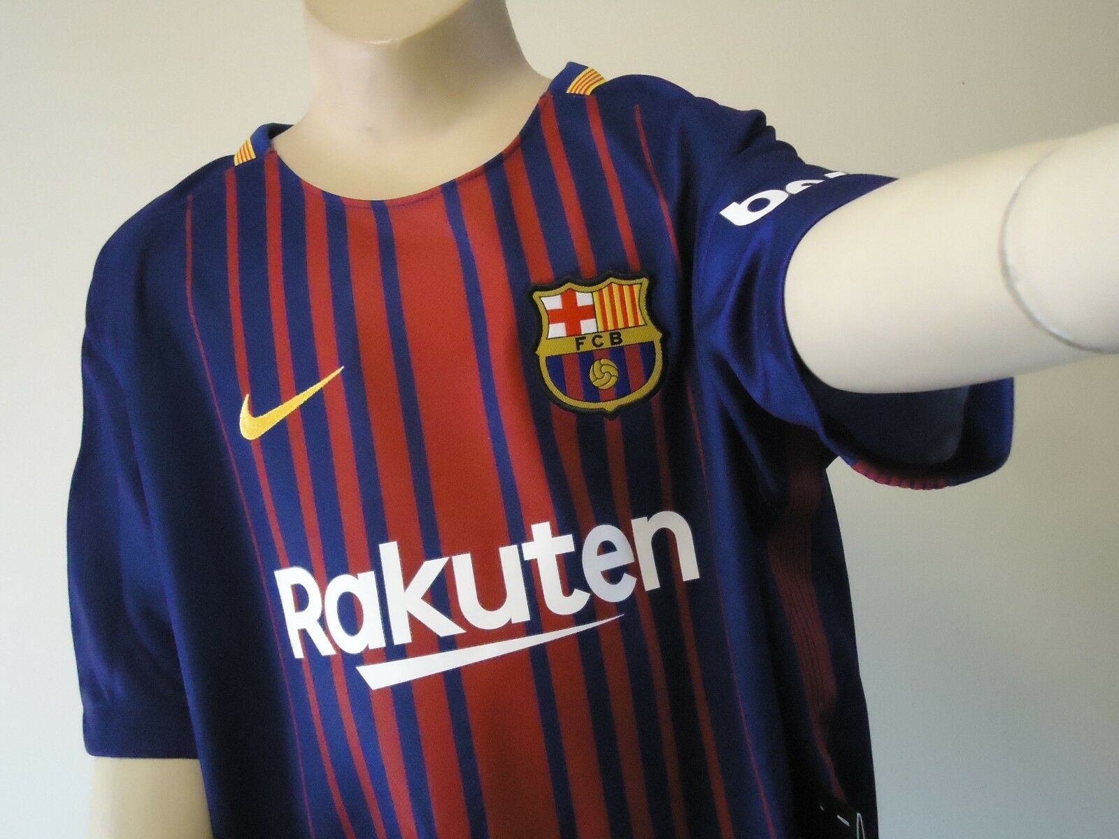 BARCELONA OFFICIAL HOME JERSEY 17 18 YOUTH LARGE NEW
