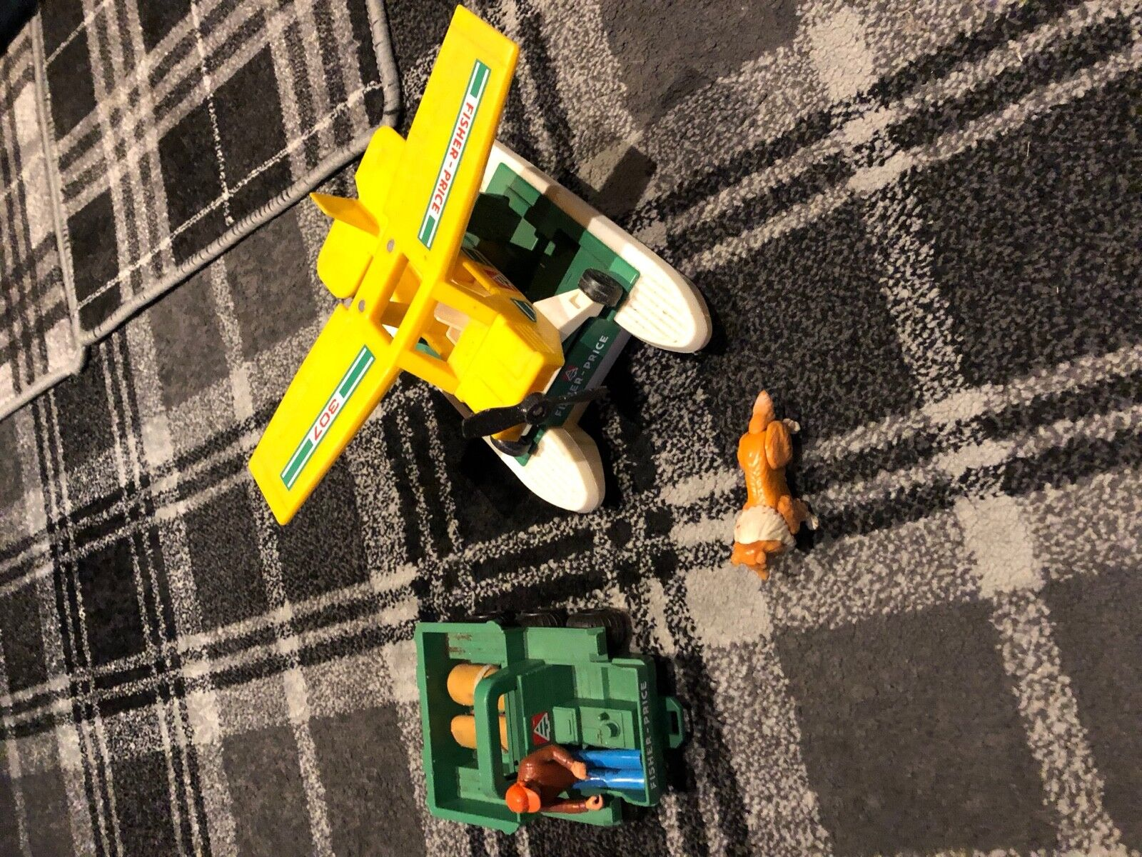 Jahr Early 70's Fischer Preis Spielzeugs SEA PLANE  and truck with  figure and Hund