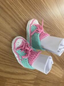 Baby-Schuhe-Sneakers-Chucks-Gehaekelt-Neu-Groesse-ca-0-3-Monate