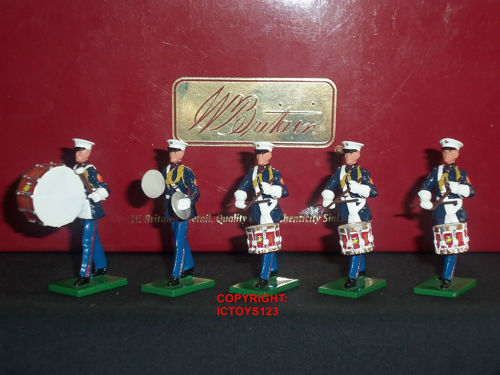 BRITAINS 17857 UNITED STATES MARINE CORPS DRUM + BUGLE ADD ON TOY SOLDIER SET