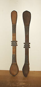BEAUTIFUL GROUP OF TWO (2) PAINTED SPOONS FROM PAPUA NEW GUINEA - SEPIK RIVER