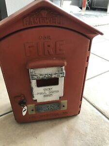 Antique-Gamewell-Fire-Alarm-Station-Call-Box-with-Original-Inners-and-Paint