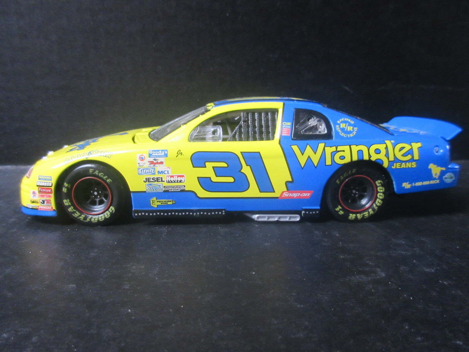 1997 acción Dale Earnhadt Wrangler Jr. edición Limitada -- 1 24th Stock Car
