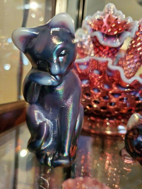 Fenton *HTF* Plum Opalescent Iridescent Carnival Grooming Cat