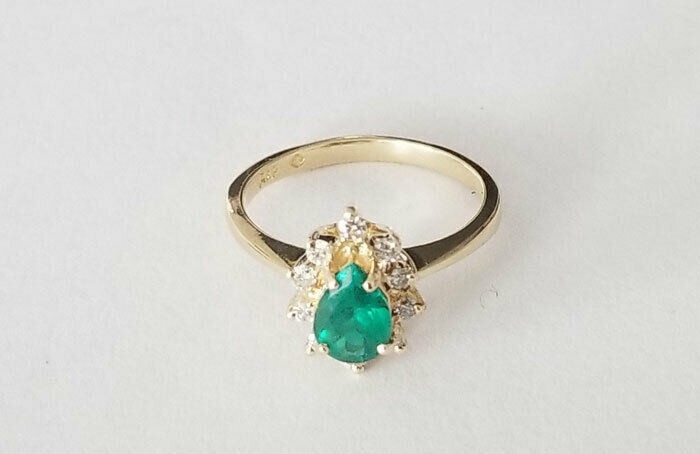0.80ctw Colombian Emerald & Diamond 14K yellow gold ring