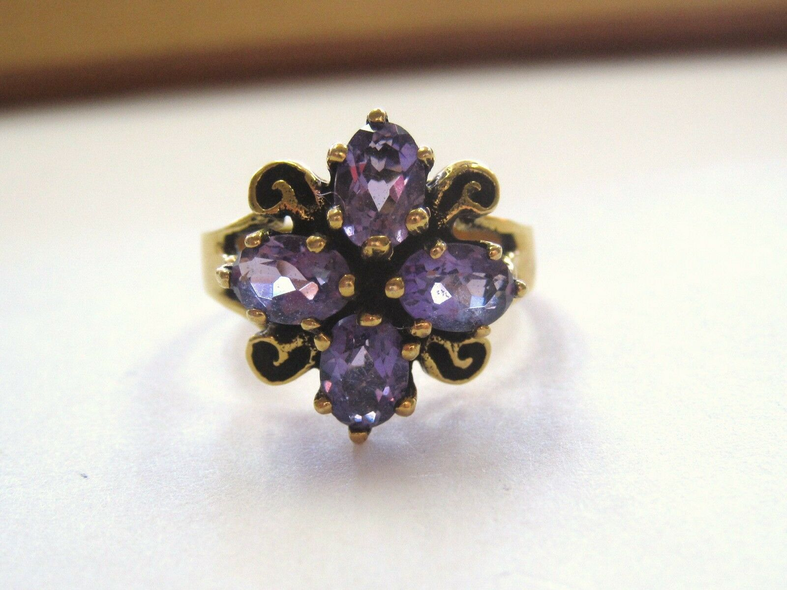 Beautiful Vintage design Amethyst Cluster Ring 14K Yellow gold sz 7 Ladies LQQK