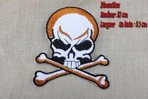 Insigne tissus à coudre ou à coller (fer à repasser) tête de mort Pirate (neuf)