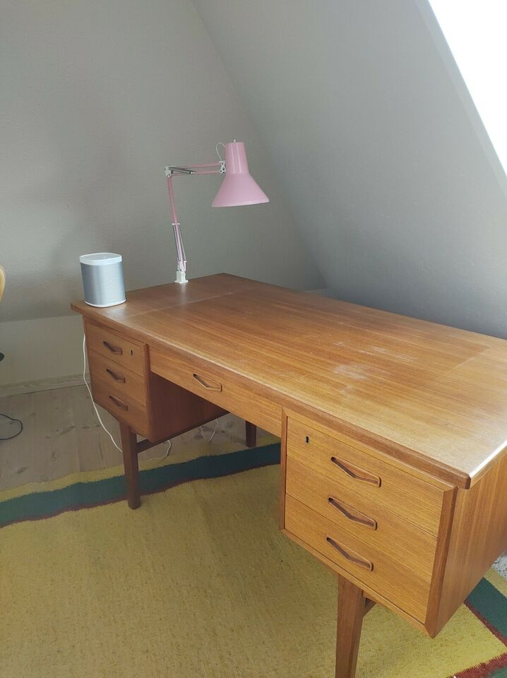 Skrivebord, Dansk Teakbord fra 60'erne, b: 130 d: 70 h: 75
