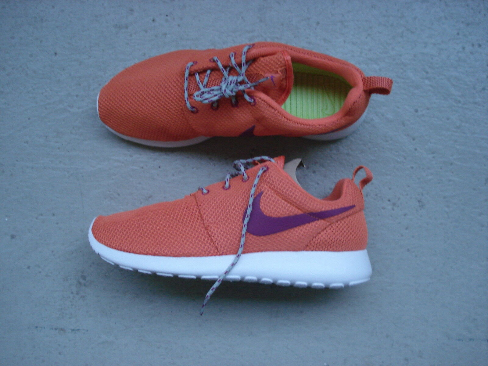 WMNS Nike Air Roshe courir 44.5 Trf Orng/Brght Mgnt-S Spry-Whi