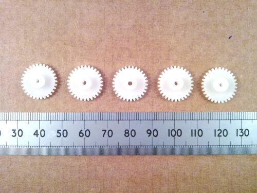 Qty 5: 16 mm de plástico, engranajes, 30 Dientes De Engranajes Para push-fit en 2 mm de eje del motor