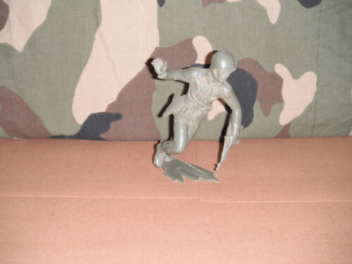 6 American Toy Soldier Running With Gun Marx  1960's Light Green