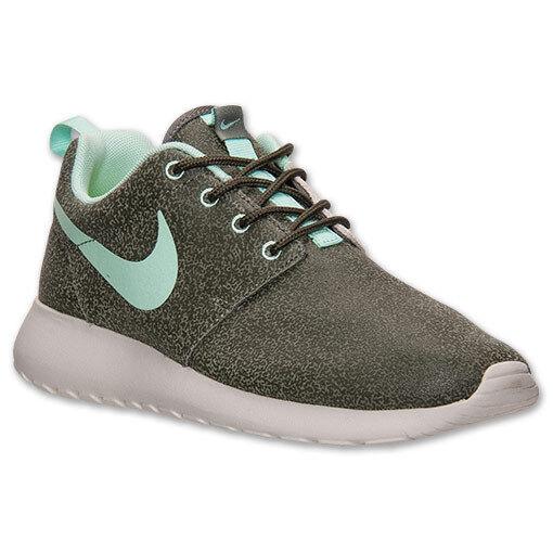 Women's Nike Rosherun Print Size 6 (599432-330) IRON GREEN/GREEN KHAKI