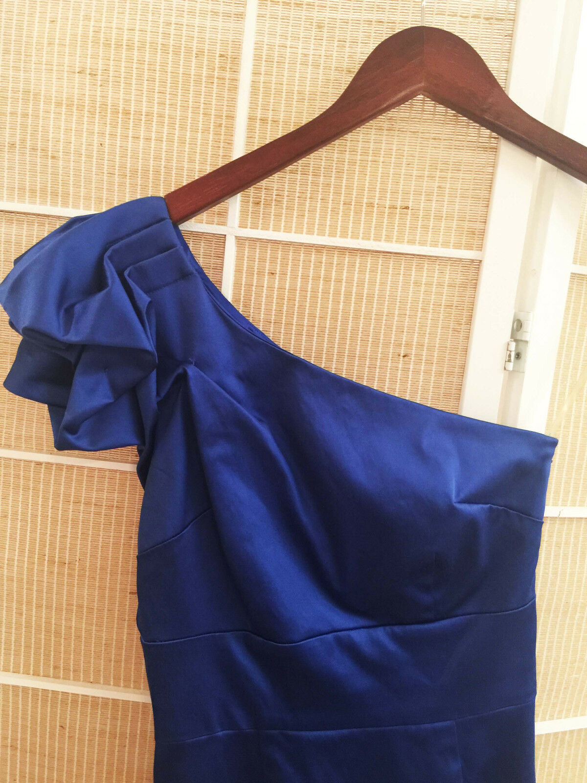 Marciano one shoulder Robe. Colbalt bleu.NWT. Marciano one shoulder Robe. Colb