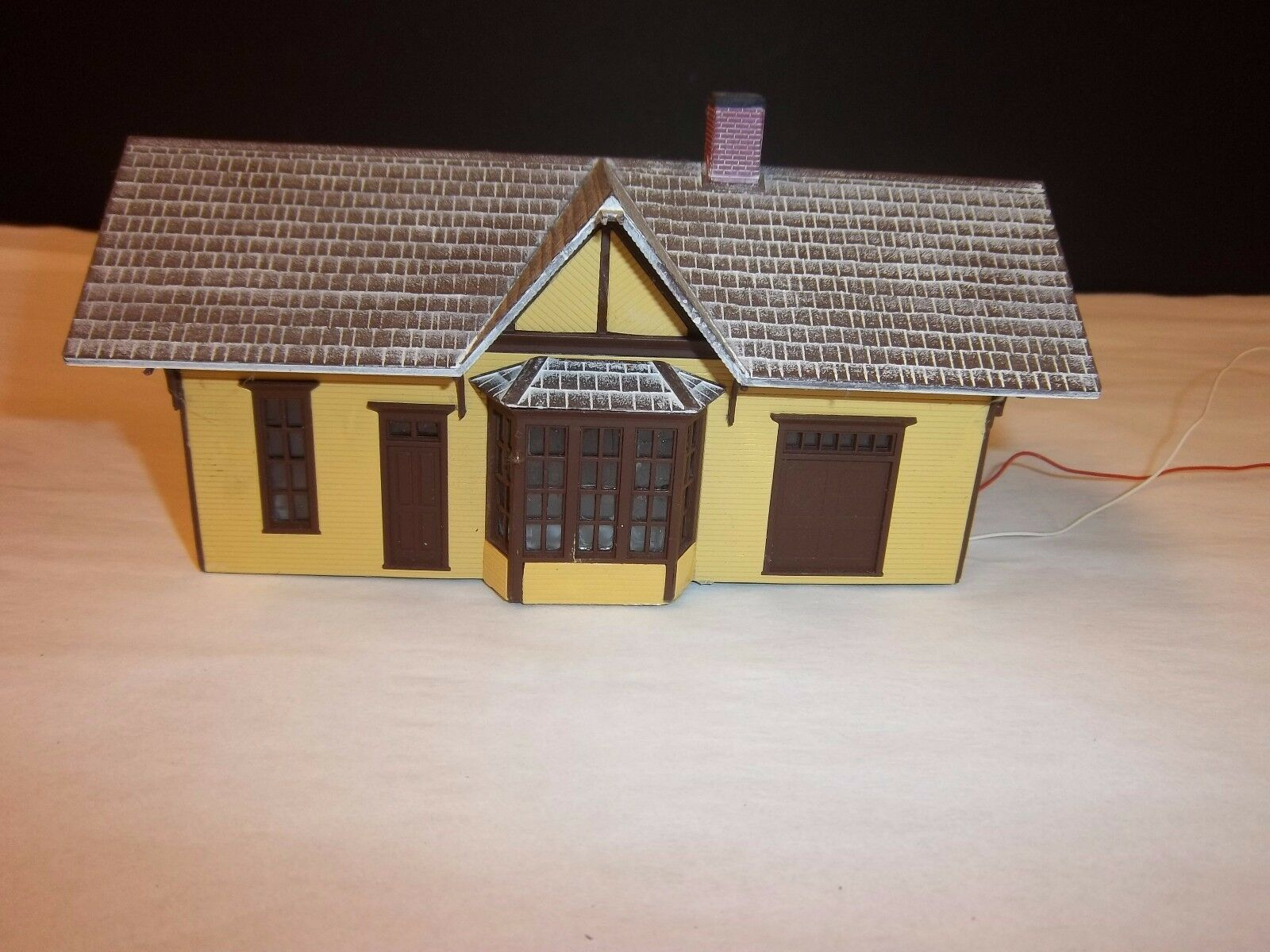 WALTHERS PASSENGER DEPOT, WALTHERS ALUMINATED HAND PAINTED HO SCALE