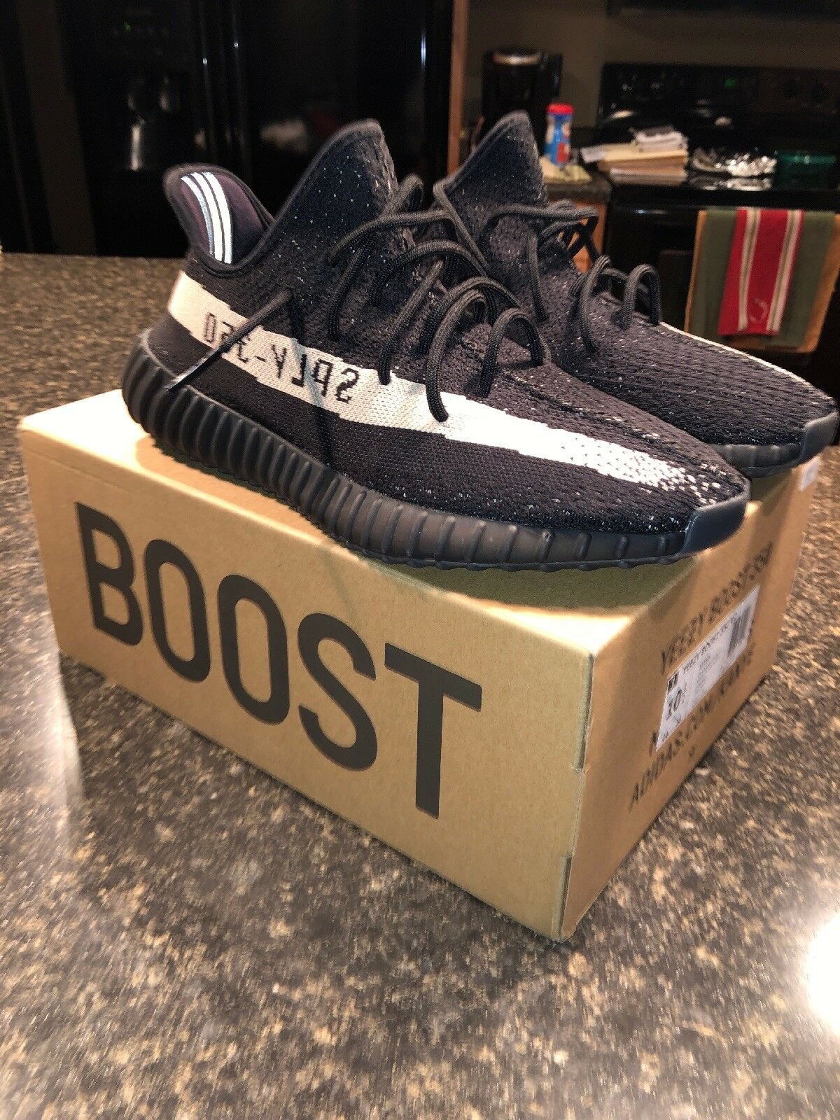 Adidas Yeezy Boost 350 V2 Oreo, Size 10 1 2, Worn ONCE Practially New