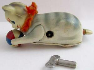 RARE-VINTAGE-TIN-LITHOGRAPH-CELLULOID-HEAD-ROLLOVER-CAT-W-BALL-KEY-JAPAN-WORKS