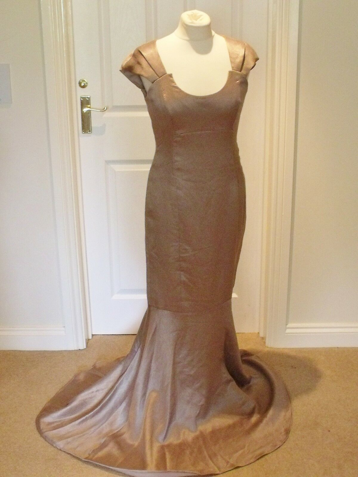 BNWOT PHASE EIGHT Tia gold Colour Fishtail Style Full length Dress size 12