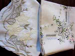 2-Mitteldecken-Mitteldecke-80-x-80-Blumenmuster-Decke-Stickdecke-Spitzendecke