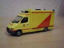 """Herpa - MB Sprinter RTW """"Feuerwehr Hamburg"""" - Nr. 046312 - 1:87"""