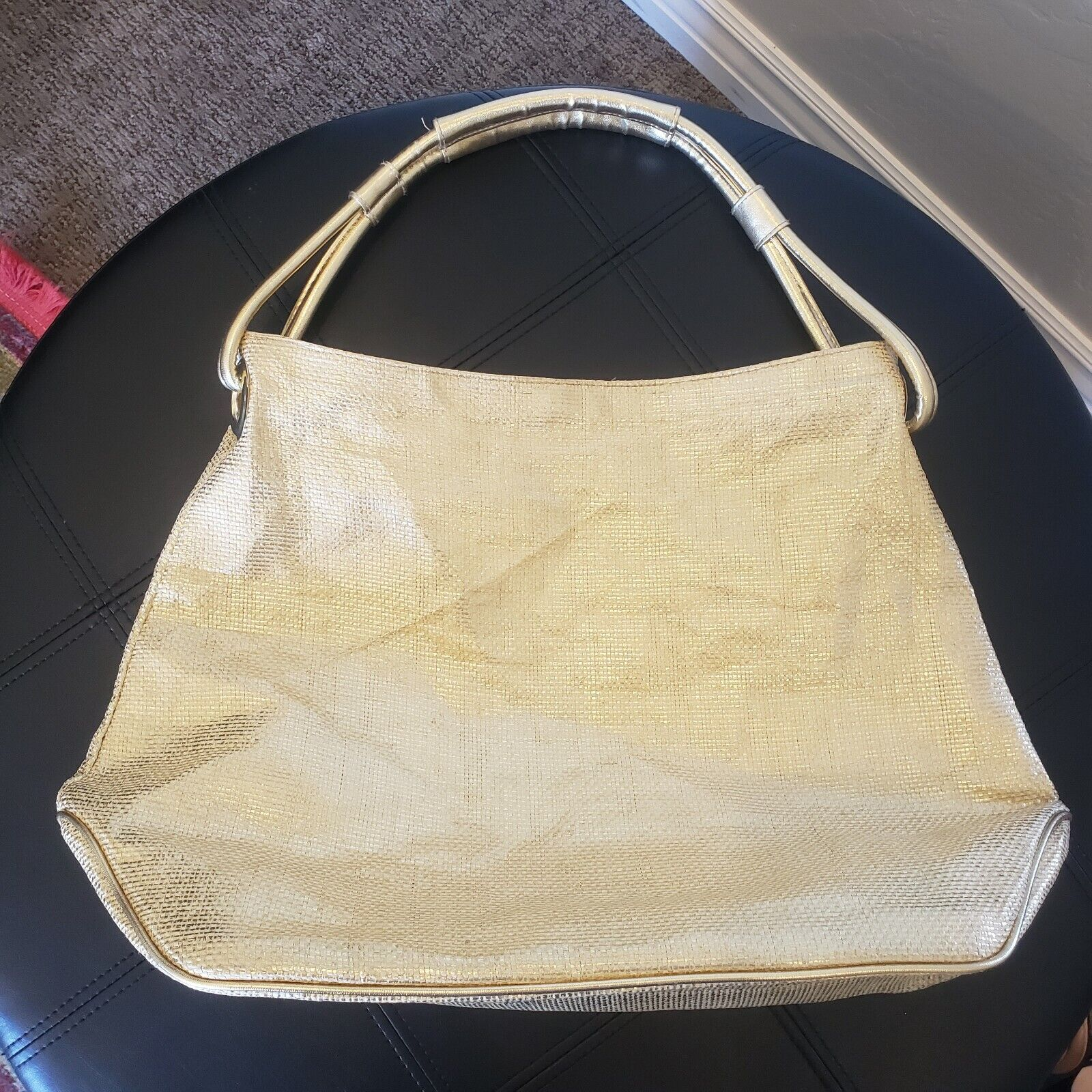 """""""QUEEN"""" Gold woven Lined Large Handbag by """"QUEE… - image 1"""