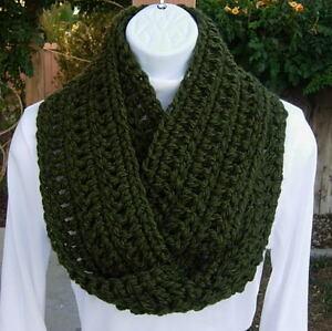 INFINITY-SCARF-LOOP-COWL-Dark-Solid-Green-Handmade-Crochet-Knit-Circle-Winter