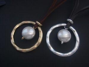 Kette-Halskette-Kurze-Kette-Hasband-Lederband-mit-Anhaenger-und-Kunstperle