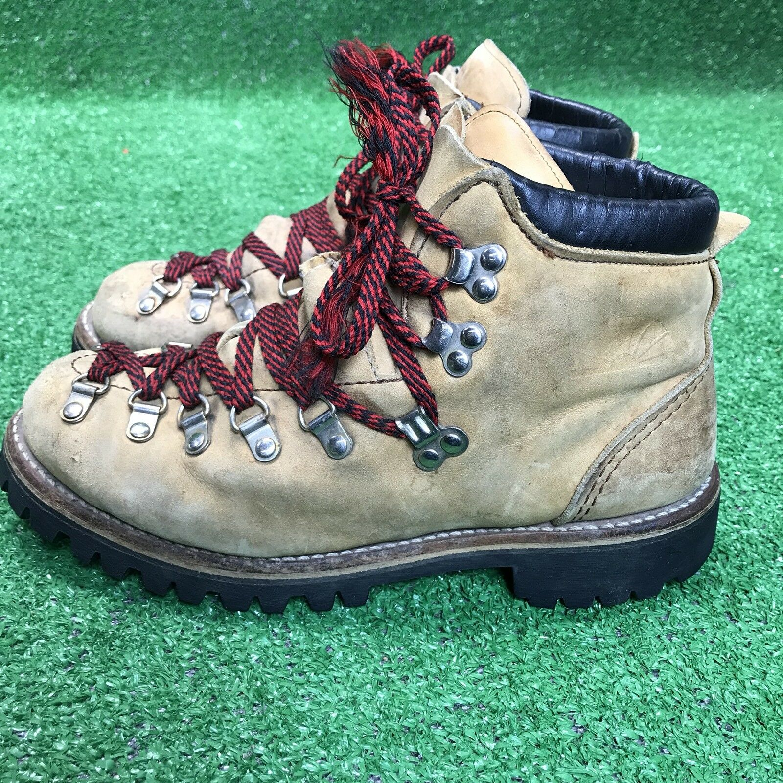 Vintage Mountaineering Hiking Boots Leather Vibram  Size 7 D Men's Fast Ship wow