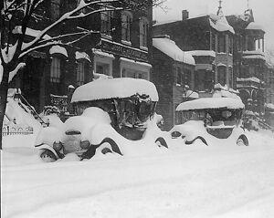 Cars on street in Washington DC during Knickerbocker snow storm Photo Print