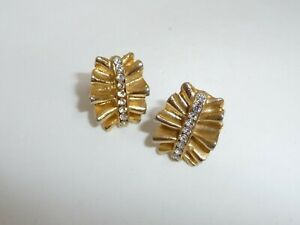 Vintage-Boucher-Gold-Tone-Ruffle-Earrings-Set-with-Rhinestone-Crystals