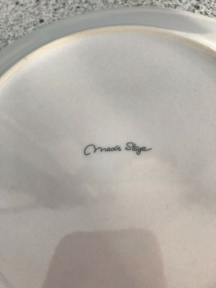 Porcelæn, 2 stk. dessert og 4 stk. underkop tallerkener,