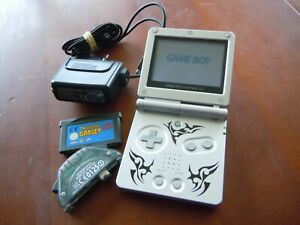 Nintendo Game Boy Advance SP Edition Tribal + Jeu + Wireless  Adapter + Chargeur