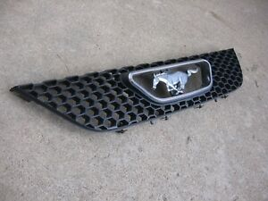 99-04-FORD-MUSTANG-FRONT-BUMPER-HONEYCOMB-GRILLE-GRILL-WITH-EMBLEM-AND-BOLTS-OEM