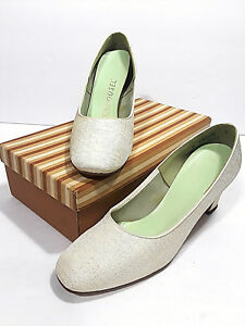 86a7bd9873716 Vtg CAROUSEL White Dress Shoes w Box Womens 8 High Heel Pumps Silk ...