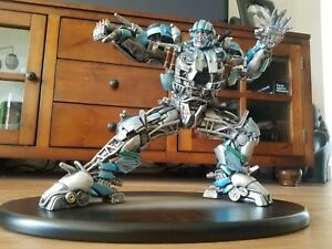 Film exclusif Transformers d'Universal Studios - Figurine Evac Statue 12    Figure