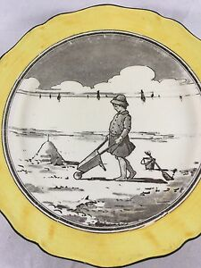 ANTIQUE-ROYAL-DOULTON-PLATE-YOUNG-CHILD-AT-THE-SEASIDE-BEACH-1910-1914-RARE