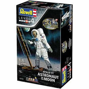 REVELL-Gift-Set-Apollo-11-Astronaut-on-the-Moon-1-8-Space-Model-Kit-03702