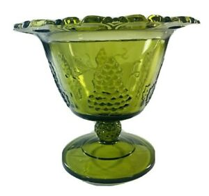 Vintage-Indiana-Green-Glass-Pedestal-Candy-Dish-Scalloped-Edge-Harvest-Grapes