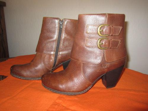 BOC Born - Concepts Traipse Braun Leder Stiefel, Größe 9.5M - Born Cuff Buckle SHOE f2156b