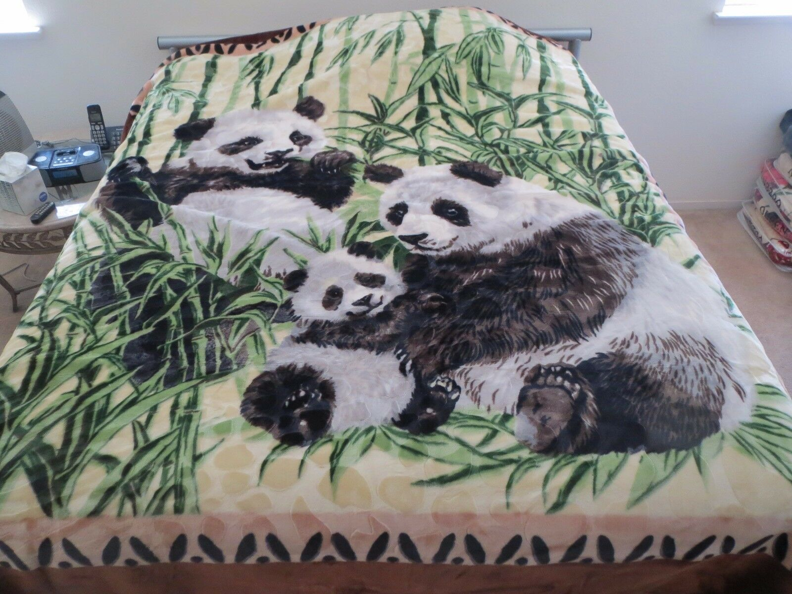 NEW  KING KOREAN style MINK heavy weight blanket PANDA pandas family NEW 10 lbs